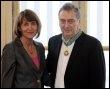 Le cinéaste britannique Stephen Frears et la ministre de la Culture Christine Albanel, le 18 mars 2009 à Paris</HeadLine></NewsLines><AdministrativeMetadata><Provider><Party FormalName=