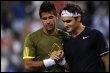 Le Suisse Roger Federer salue son rival malheureux l''Espagnol Fernando Verdasco, le 19 mars 2009 à Indian Wells (© AFP - Robyn Beck)