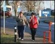 Des salariés quittent l'usine Dell le 8 janvier 2009 à Limerick, dans le sud-ouest de l'Irlande (© AFP/Archives)