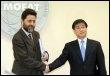 Le négociateur en chef sud-coréen Lee Hye-Min et son homologue de l'Union européenne, Ignacio Garcia Bercero à Séoul le 23 mars 2009 (© AFP - Jung Yeon-Je)