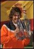 Rafael Nadal pose avec le trophée du vainqueur, le 22 mars 2009 à Indian Wells (© AFP - Robyn Beck)