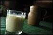 Un verre de lait (© AFP/Archives - Mychele Daniau)