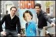 Gad Elmaleh (G) et Manu Payet, le 16 février 2009 à Lille devant l'affiche du film