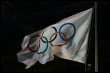Le logo des Jeux Olympiques sur un drapeau (© AFP/Archives - John D Mchugh)