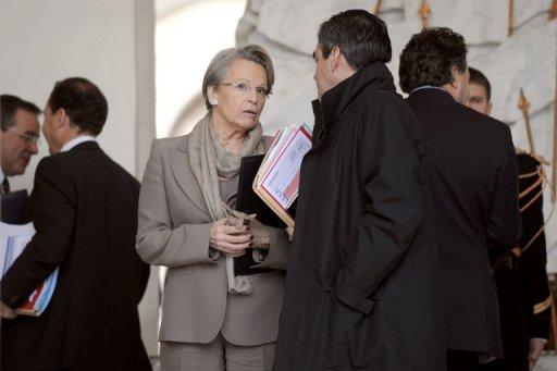 Michèle Alliot-Marie et François Fillon à la sortie du Conseil des ministres le 15 décembre 2010 à Paris (©  - Lionel Bonaventure)