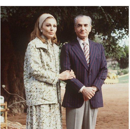 Le Chah d'Iran, Mohammed Reza Pahlavi, avec sa femme Farah à Marrackech, le 24 janvier 1979 quelques jours après s'être exilé d'Iran (©  - STF)