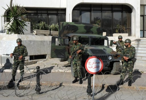 L'armée déployée le 14 janvier 2011 avenue Bourguiba à Tunis (©  - Fethi Belaid)