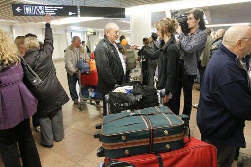 Des touristes belges arrivent à l'aéroport de Zaventem en provenance de Tunisie, le 15 janvier 2011 (©  - Bruno Fahy)