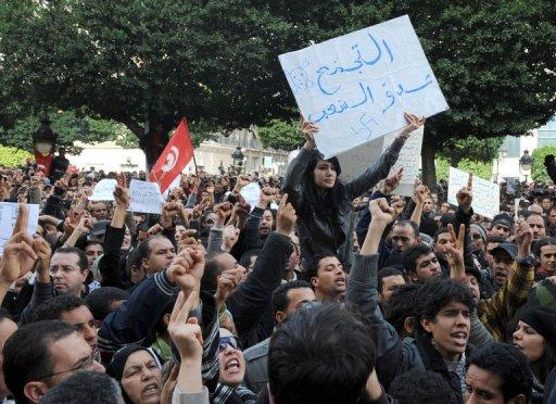Des Tunisiens manifestent contre Ben Ali à Tunis le 14 janvier 2011. (©  - Fethi Belaid)