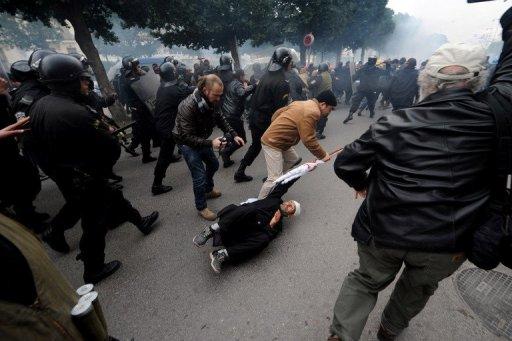 Heurts entre manifestants et forces de l'ordre, le 18 janvier 2011 à Tunis (©  - Fethi Belaid)