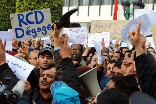 Des manifestants demandent la fin du parti au pouvoir en Tunisie, le RCD, le 19 janvier 2011 à Tunis (©  - Fethi Belaid)