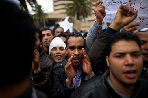 Manifestation devant le siège du parti de l'ex président Ben Ali, le 20 janvier 2011 à Tunis (©  - Martin Bureau)