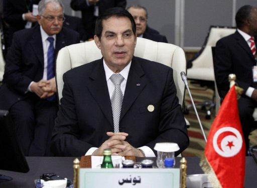 Le président déchu Ben Ali le 29 novembre 2010 à Tripoli. (©  - Mahmud Turkia)