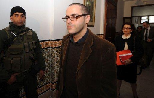 Le secrétaire d'Etat à la jeunesse et aux sports Slim Amanou, arrive au Conseil des ministres à Tunis le 20 janvier 2011. (©  - Fethi Belaid)