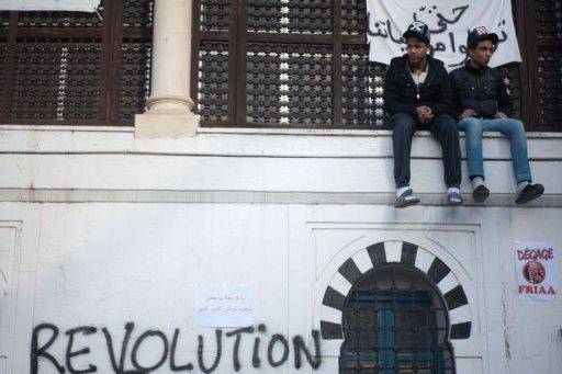 """Le mot """"Révolution"""" peint sur un mur, le 21 janvier 2011 à Tunis (©  - Martin Bureau)"""