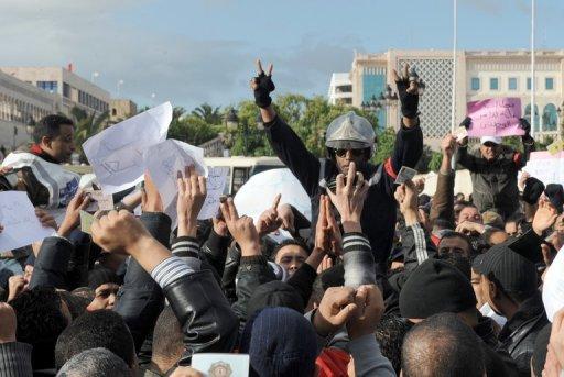 Des policiers manifestent, le 22 janvier 2011 à Tunis (©  - Fethi Belaid)