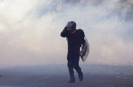 Un policier algérien, le 7 janvier 2011 lors d'une émeute à Alger (©  - Fayez Nureldine)