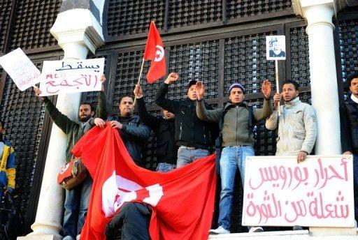 Des manifestants venus de Sidi Bouzid, le 23 janvier 2011 devant le siège du gouvernement à Tunis (©  - Fethi Belaid)
