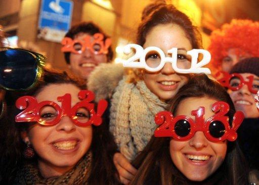 Des Espagnols fêtent la nouvelle année à Madrid le 31 décembre 2011. (©  - Dominique Faget)