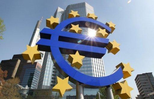 Le logo de l'euro devant le siège de la Banque centrale européenne à Francfort (©  - Daniel Roland)