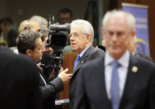 Le président français Nicolas Sarkozy (G) et le Premier ministre italien Mario Monti, le 30 janvier 2012 à Bruxelles (©  - Eric Feferberg)