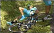 L'Allemand Andreas Klöden (Astana), après sa chute lors de la 5ème étape, le 12 juillet 2007, entre (© AFP/France télévision)