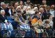 Des personnes malades ou handicapées lors de la procession eucharistique le 14 septembre 2004 à Lourdes (© AFP - Jean-Pierre Muller)