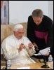 Benoît XVI lors de sa rencontre avec les évèques le 15 septembre 2008 à Lourdes (© AFP - Eric Cabanis)