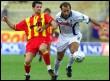 Le MonténégrinMirko Vucinic et l'Italien Fabio Rustico le 28 octobre 2001 à Lecce (© AFP - Dario Caricato)